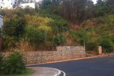 Venha fazer um bom negócio! Lote, próximo ao Palácio das Mangabeiras.  Lote com área de 945 m², topografia, aclive. Linda vista para a cidade