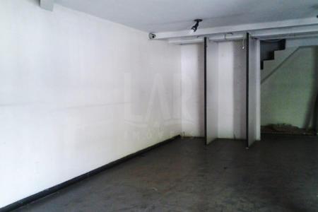 Ótima Localização - Próximo ao Centro e Bias Fortes Loja: Com acesso para rua com 56m² piso e 28m² de mezanino piso em granito e banho.