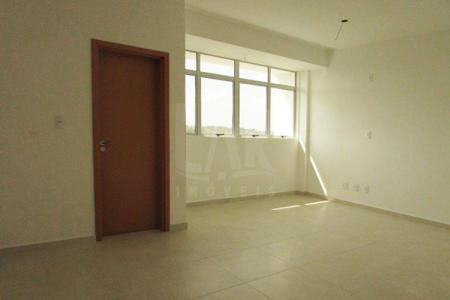 Venha fazer um bom negócio!!! EXCELENTE LOCALIZAÇÃO, PRÓXIMO Á TODO TIPO DE COMÉRCIO. Prédio: 07 pavimentos sendo 08 salas por andar. 01 vaga de garagem nº 30. Sala: 30,70m² com piso em cerâmica e banho.