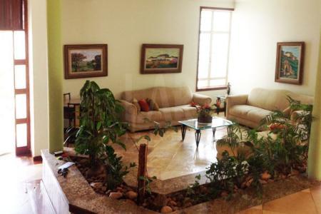 Linda casa, 04 quartos, suíte, todos os quartos com armários, 02 pavimentos, piso em pedra São Tomé e tabua corrida, banhos com piso e bancada em granito, cozinha toda montada com piso e bancada em granito, ampla área de churrasqueira.  Venha fazer um bom negócio!