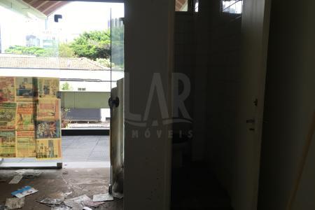 No coração da Savassi, em frente ao Pátio Savassi. Loja com 21,72 m² com lavabo.