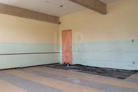 Excelente localização, ao lado do Minas Centro. Área constituída por 10 grandes salas, precisa de reforma. Ideal para escritórios, consultórios, cursos.