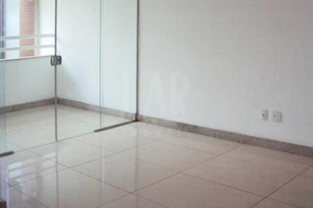 Ótima localização Novo pronto para morar Próximo ao Clube dos Oficiais da PMMG, rua tranquila, fácil acesso Predio recuado, estruturado, revestido em cerâmica, guarita, jardins.02 vagas em linha cobertas e demarcadas. Sala para 02 ambientes com piso em porcelanato, varanda. 02 quartos com piso em laminado, armários, sendo 01 suíte. Banho social e suíte com piso em porcelanato, bancada em granito. Cozinha clara e arejada com piso em porcelanato, bancda em granito para 02 bojos. Área de serviço com piso em porcelanato. DCE