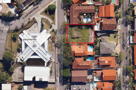 Próximo a Igreja do São Bento Lote com área de aproximadamente 668,25 m² Topografia: semi plano Um dos melhores locais do São Bento!