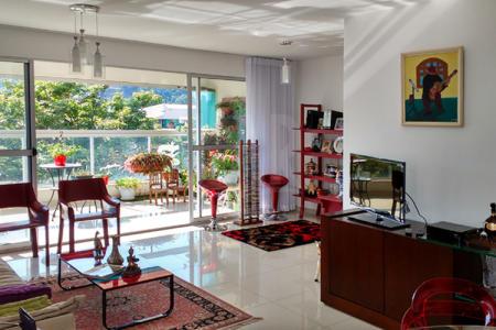 Excelente localização, ao lado da UNI-BH, Shopping Paragem, Verdemar, bancos, comércio variado e ônibus para todas as regiões de Belo Horizonte.  Prédio: 3 anos de idade, todo revestido, hall decorado, 7 andares, 2 apartamentos por andar, lazer com salão de festas, piscina, sauna, academia de ginástica, 4 vagas de garagem cobertas e demarcadas sendo 2 livres e 2 presas.  Apartamento:  Sala para 3 ambientes com piso em porcelanato, ampla varanda com piso em porcelanato, cortina de vidro e uma bela vista, 4 quartos, sendo 1 suíte com closet, com piso em laminado de madeira, banhos com box blindex e bancadas de granito, cozinha com armários, piso em porcelanato e bancadas de granito, área de serviço e DCE.
