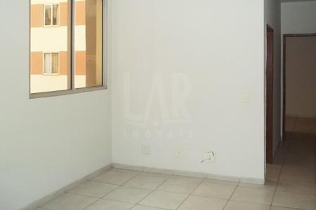 Ótimo investimento ao lado da Newton De Paiva Apto vazio Junto à Av. Silva Lobo, comércio em geral e várias linhas de ônibus. Prédio em pintura, pilotis, gás canalizado, janelas em alumínio, lazer com piscina, quadra, churrasqueira, playground e 01 vaga livre, coberta e demarcada. Apto: Sala ampla com piso em cerâmica. 3 quartos com piso em cerâmica. Banho social e suíte em cerâmica com bancada em granito, armário e box e vidro. Cozinha em cerâmica com bancada sobre armário. Área de serviço. Venha fazer um bom negócio!
