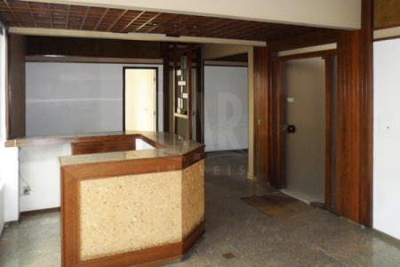Conjunto de salas comerciais Próximo a Raja Gabaglia, bancos e comércio. Prédio em textura, estruturado, portaria e elevador. Conjunto de salas comerciais com piso em cerâmica, lavabo. 120m². Venha fazer um bom negócio!