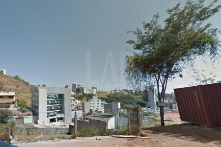 OTIMA LOCALIZAÇÃO  Lote com 360m², próximo a comércios, lanchonete, padarias e farmácias. Excelente para construção de prédio ou restaurante.