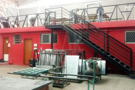 Excelente investimento. Galpão construido em terreno de 500m²- area util de 495m² , pé direto de 06 metros . 05 salas - 03 banheiros, elevador de carga.