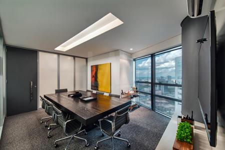 Rua tranquila, próximo da faculdade Milton Campos, BH Shopping e hospitais. O Edifício Atlas é um dos mais avançados empreendimentos comercias da região do Vila da Serra, 5 elevadores inteligentes, cascata d'agua, hall decorado, segurança física, 100% em vidro.  Andar: Possui 12 salas que compõem 419,13m², 7 banheiros, piso carpetado, salas de 1101 a 1112.