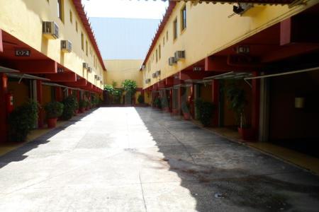 Motel com 20 suítes, sendo simples e especiais com hidromassagens, cozinha, rouparia, escritório, depósito e garagem. Área do terreno 852,73m², sendo 17,20m de frente , 47m do lado esquerdo, 48,85m do lado direito e 19,50m de fundos.