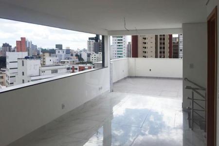 Excelente apartamento, ótima localização Prédio todo revestido Sala em porcelanato imitando granito, quartos piso laminado.