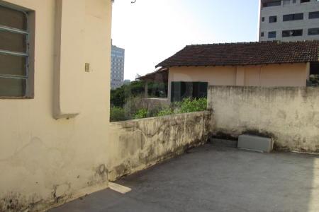 Ótima Localização Lote com 300m², 15m x 20m, esquina, ZA1.4, com duas entradas. Casa antiga com 02 pavimentos, com área de 184m