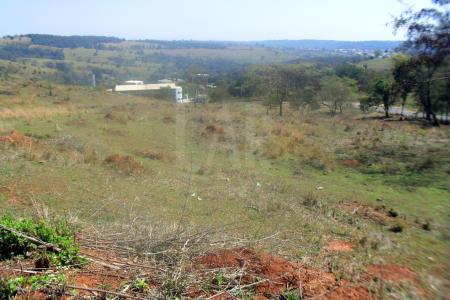Terreno próximo da linha verde, acesso pela saída 22, área comercial e residencial, topografia acidentada. Este lote está desdobrado e a área total de 46.819.85m².