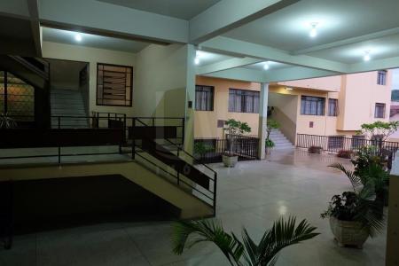 Ótimo apartamento com 125m², 03 quartos, sala ampla, copa, cozinha, banheiro social, área de serviço com banheiro de apoio, ótima localização, próximo ao comércio.