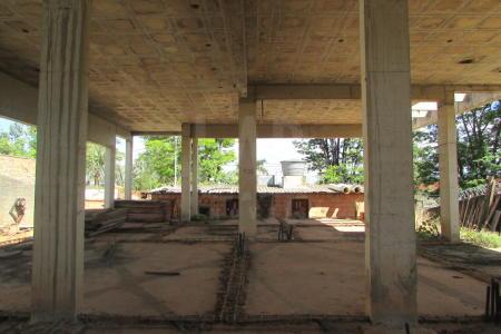 Ótima localização, há 400 m da orla da Pampulha, Fácil acesso ao Mineirão.  Ótimo terreno com 1000 m², existe uma obra com projeto aprovado.