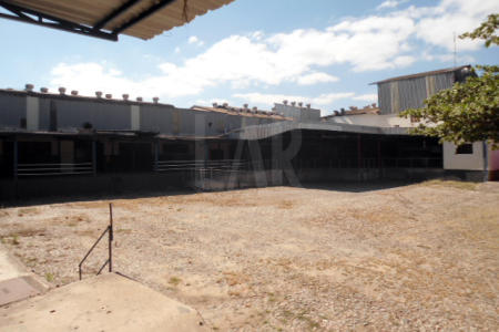 Imóvel situado há 10km do centro de Belo Horizonte, próximo a PUC são Gabriel, possui 02 galp~es, escritório, pátio boxes, lojas de frente para rodovia. Área de terreno 7.500m² Área construída 4.421,61m²