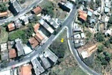 Lote com área do terreno de 1.187 m², frente 42m para uma das ruas, 45m para outra rua e 5,85m na confluência das ruas, 20m na divisa lateral direita e zoneamento ZAP.
