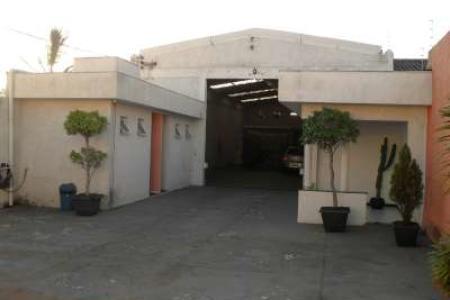 - ÓTIMA LOCALIZAÇÃO, LINDO GALPÃO, BOM PARA INVESTIMENTO OU OCUPAÇÃO - GALPÃO: recepção. 02 salas com 80 m² piso em cerâmica. Banhos. Almoxarifado com 50m², 35 pontos de conexão de computadores. Vestiários masculinos e femininos. Cozinha e refeitório. Área de estacionamento com piso industrial, portão para entrada de caminhão. Circuito interno de TV, pé direito com 6 m², lote de 500m² e 300m² de área util.