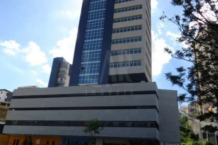 *** EXCELENTE LOCALIZAÇÃO *** PRÉDIO: fachada em pintura com detalhe em granito e vidros verdes, portaria, hall, 2 elevadores, 14 pavimentos. Idade do prédio: 0 anos. ANDAR CORRIDO: 222,17 m² em vão livre. 2 banhos. OPCIONAL: 5 vagas de garagem disponíveis no valor de R$250.000,00