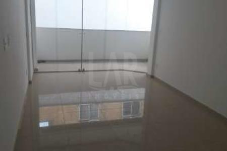 -EXCELENTE LOCALIZAÇÃO, RUA TRANQUILA, PRÓXIMO A VIA DE TRANSITO RÁPIDO.  PRÉDIO: 100% revestido, 02 vagas de garagem sob pilotis, elevador, aquecimento solar, água e gás individualizados.  APTO: Sala ampla para 02 ambientes com piso em porcelanato.  Varanda. 03 quartos com piso em laminado de madeira. Banho social com piso em porcelanato e bancada em granito. Cozinha com piso em porcelanato e bancada em granito. Área de serviço.  2° PISO: 01 Sala ampla com piso em porcelanato. Lavabo. Terraço descoberto. SAIBA MAIS SOBRE ESTE IMÓVEL LAR IMÓVEIS LTDA. - Telefone: (31) 3232-2001 Av. Alameda das Palmeiras, 717 - São Luiz  Pampulha - BH - MG  SITE: www.larimoveis.com.br  EMAIL: lar@larimoveis.com.br