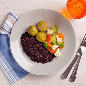 Foto De Almôndega De Tempê + Arroz Negro + Mix De Legumes No Vapor Congelada