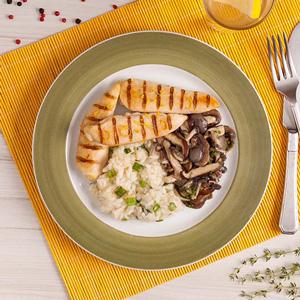 Foto De Frango Grelhado Com Limão Siciliano + Risoto De Abobrinha + Mix De Cogumelos Congelado