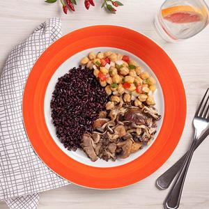 Foto De Grão De Bico + Arroz Negro + Mix De Cogumelos Congelado