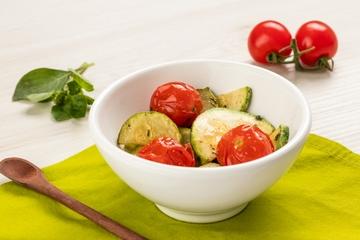 Abobrinha com tomate