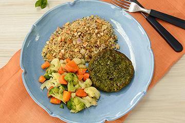 Hambúrguer de ervilha com hortelã + Couscous marroquino com castanha e caju e passas + Mix de legumes no vapor