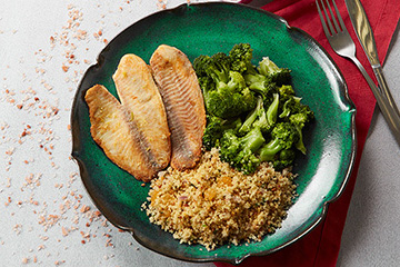 Couscous marroquino com castanha de caju e passas + Saint peter ao limão siciliano + Brócolis no vapor