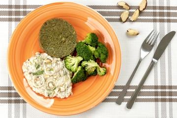 Falafel + Risoto de alho poró e castanha do Pará + Brócolis no vapor