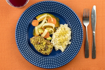 Filé mignon com pistache + Risoto de limão siciliano + Mix de legumes assados