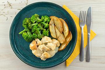 Frango ao molho brie + Batata rústica com alecrim + Brócolis no vapor