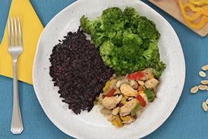 Frango Xadrez + Arroz negro + Brócolis no vapor