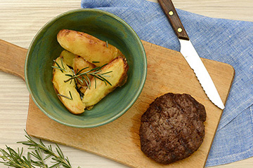 Hambúrguer de fraldinha + Batata rústica com alecrim