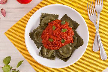 Ravioli integral de mussarela de búfala + Molho de tomate