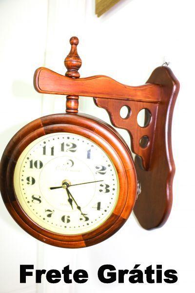 bb111defc47 Relógio De Parede Em Madeira Dupla Face Vintage Retrô 32 cm - Baú ...