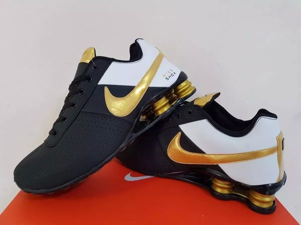 27b3e626cf1 Tênis Nike Shox Classic Preto c  Dourado - Outlet Ser Chic