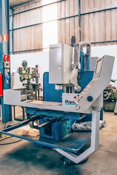 FRESADORA CNC NARDINI 50100R USADA
