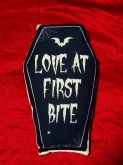 Almofada Caixão Love At First Bite