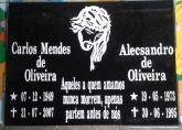 placa em granito 30x40 com dois nomes e duas fotos 6x8