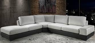 Limpeza em Sofá de 6 lugares com almofadas soltas no assento ou encosto
