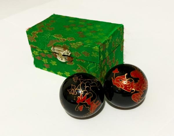 Par Bolas Chinesas Pretas Com Som + Caixa Dragão Fenix 11cm