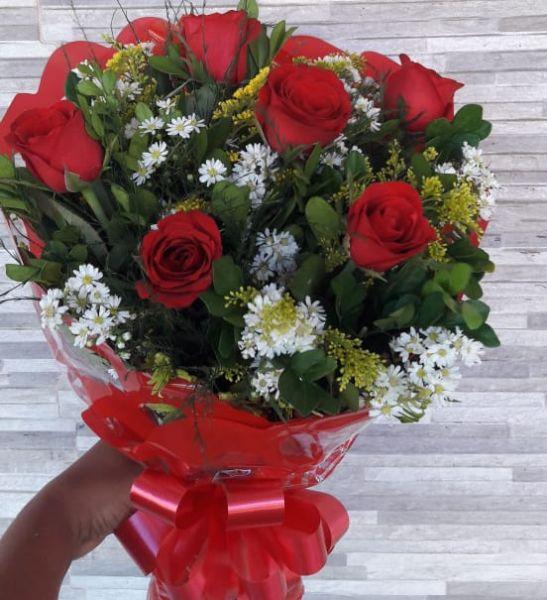Buquê 06 rosas