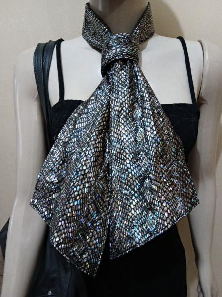 gravata em  couro