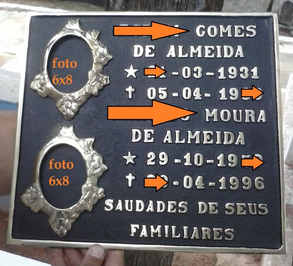 Placa em Bronze 28x28 com 2 nomes e 2 fotos 6x8 em Porcelana.