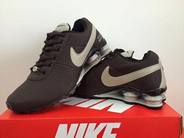 Tênis Nike Shox Marrom c  Logo Creme - Outlet Ser Chic 6dcc97a289f