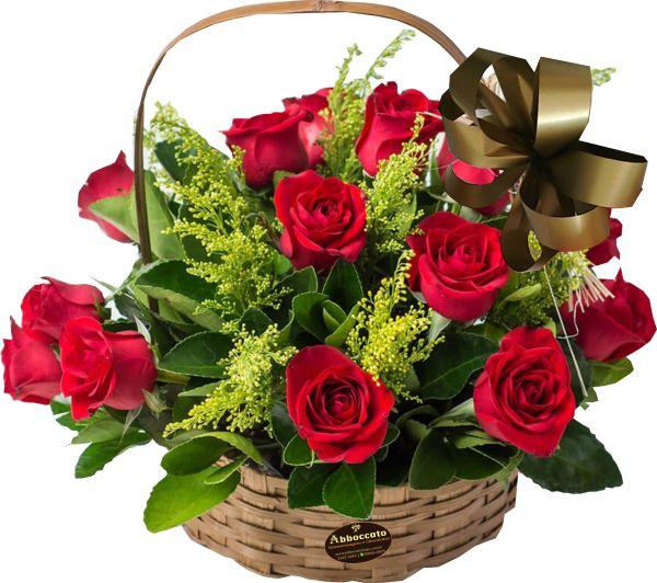 Cesta com 12 rosas
