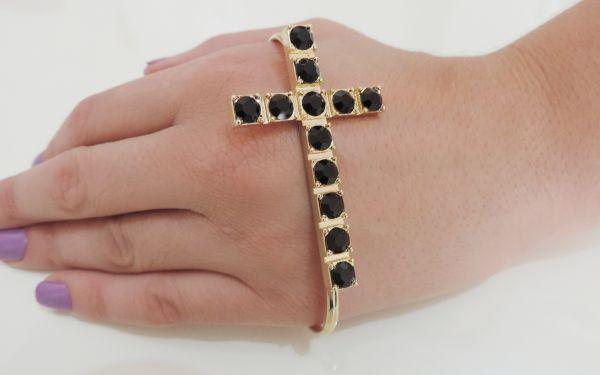 pulseira de mão cruz dourada